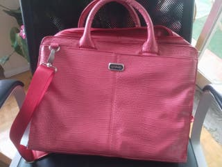 Maletin portatil y bolso rosa marca Ussaro