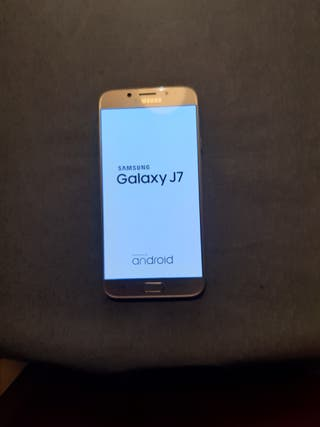 Samsung Galaxy J7 con funda