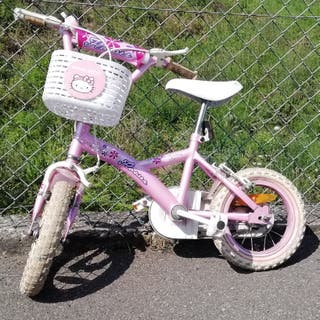 bicicleta de niña, talla pequeña, con ruedines