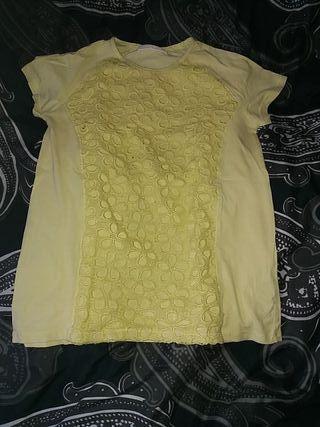 Yellow T-shirt.
