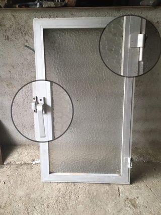 Ventana de aluminio. 119x68 cm
