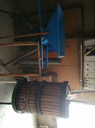 Prensa y máquina de triturar uva manual