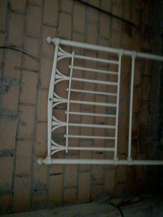 cabecero de forja blanco roto de 90 cm