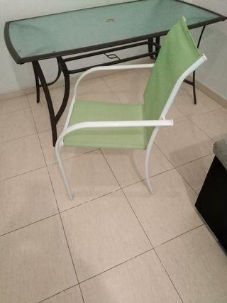 mesa de jardin con sillas