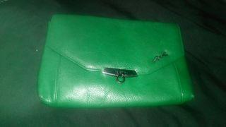 bolso de mano en verde