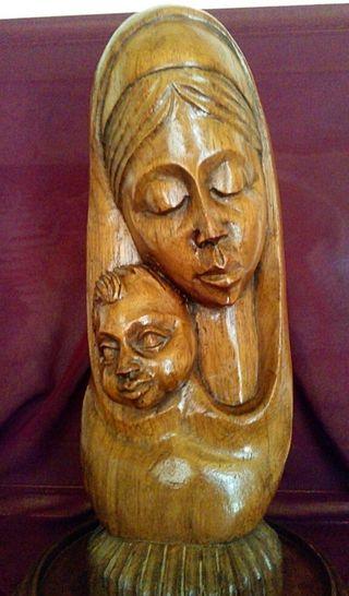Antigua escultura religiosa