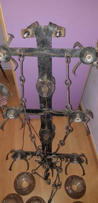 antigua lámpara de hierro forjado