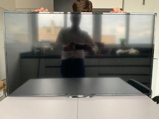 """TV Philips 40"""", LED Full HD. Sin peana"""