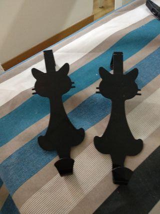 colgador de puerta con forma de gato