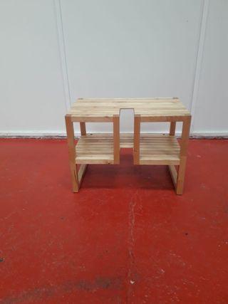 Mesa pequeña rústica de madera