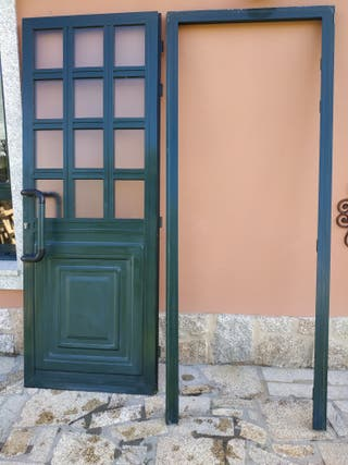 Se vende puerta de aluminio