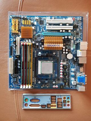 Placa base PC con CPU y RAM