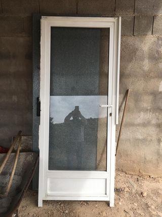 ventanas de aluminio y puerta