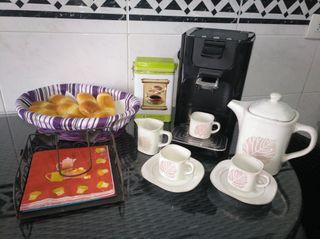 Cafetera Philips Senseo y juego de café