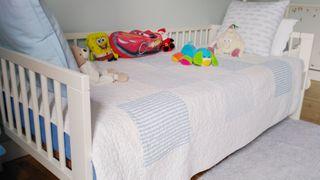 Cama niño Ikea completa con colchón.