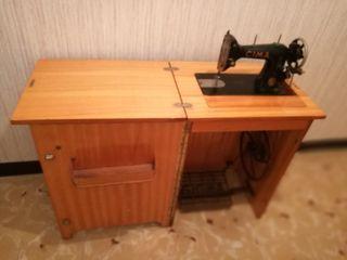 Antigua máquina de coser Cima (Sigma) funcionando