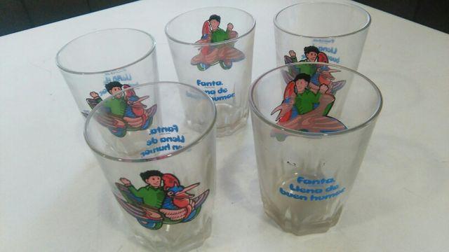 5 vasos muy antiguos de cristal, de fanta.