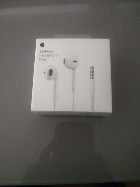 caja eardpods