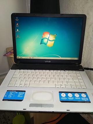 sé vende portátil Sony VGN-FS415E.