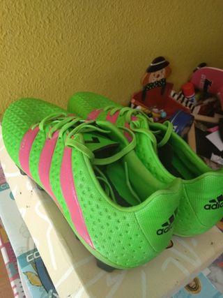 Botas de tacos para fútbol