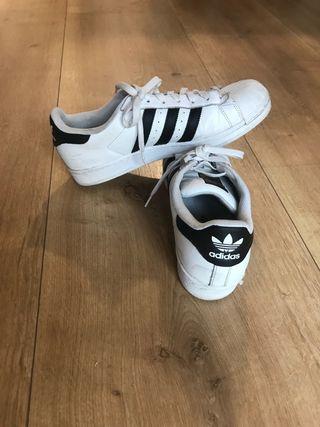 2198b928884d0 Zapatillas Adidas Superstar de segunda mano en WALLAPOP