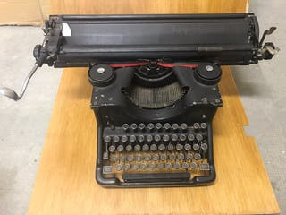 Maquina de escribir hispano-olivetti M40
