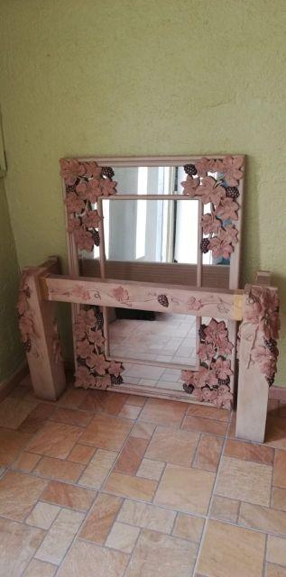 recibidor de mármol con espejo