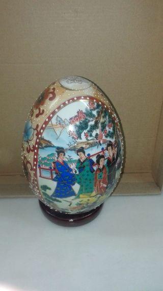 Figura huevo decoración