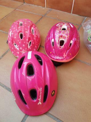 Patines,coderas,rodilleras y cascos de niña.