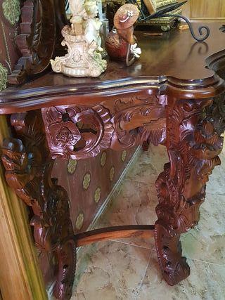consola en madera tallada.ideal para una entrada..
