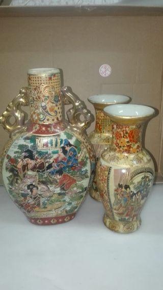 Figura cerámica jarrones