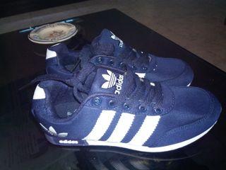 zapatillas Adidas clásic azul