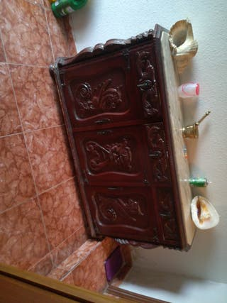 Recibidor con marmol.mueble antiguo. está perfecto
