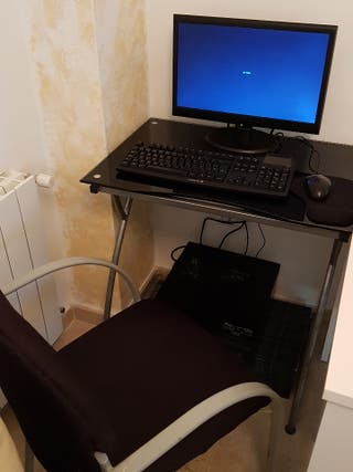 Ordenador ASUS ,teclado,ratón,mesa,sillón,wifi