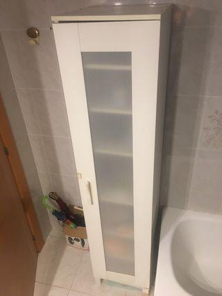 Armario blanco para baño o habitación