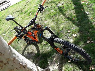 bicicleta mountain bike eléctrica de enduro