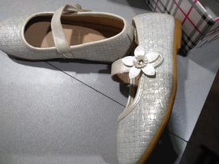 Zapatos de niña. Un sólo uso. Talla 27.