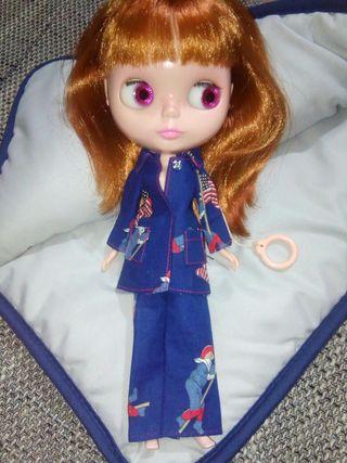 Blythe, pijama y edredon