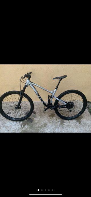 Bici full suspension