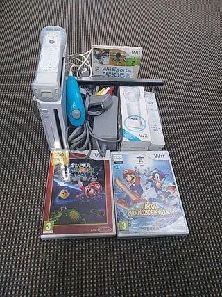 Nintendo Wii con dos mandos y 3 juegos