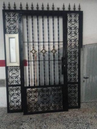 Puerta hierro