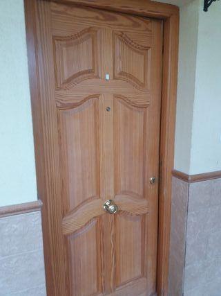 puerta exterior de nogal