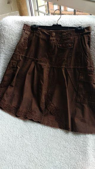 Falda marrón de vuelo T40