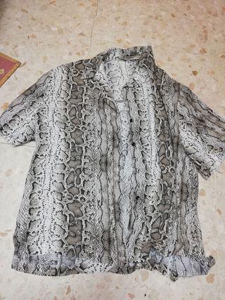 Camisa Pull&Bear estampado de serpiente