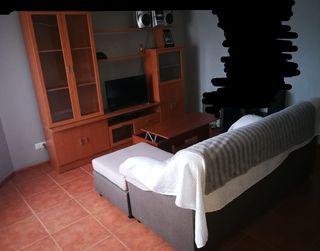 mueble salón, mesa moderna, sofá cheslong.