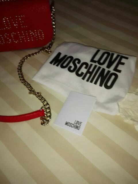 BOLSO LOVE MOSCHINO.