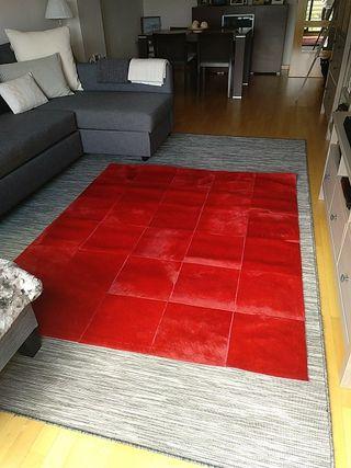 Alfombra roja piel de potro 180X150 de segunda mano por 150