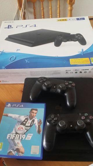 PS4 1TB + FIFA19+5 juegos+2 MANDOS