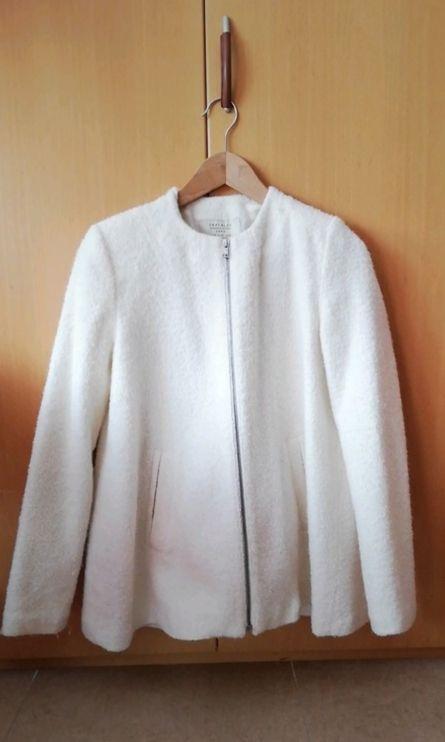 Chaqueta Zara , color blanco. Talla M
