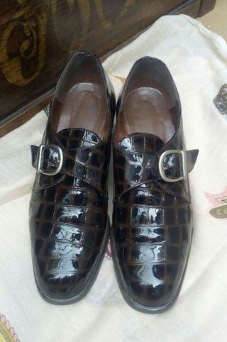 zapatos clásicos charol.